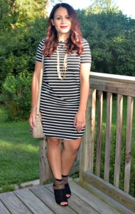 Melissa Mom with Style wearing a Bella V Mobile Boutique striped dress with JustFab booties and Stella and Dot necklace
