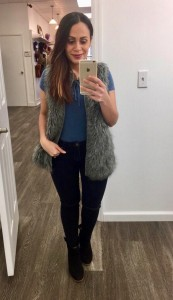Melissa Mom with Style wearing a blue, laceup areopostale bodysuit and black ripped jeans from stitch fix