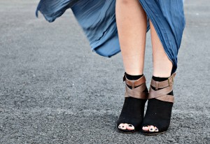 Melissa Mom with Style wearing a blue maxi skirt from Forever 21 with black JustFab open toe booties