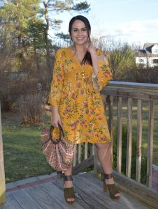 Melissa Mom with Style wearing a yellow bohemain Bella V Mobile Boutique dress with a pair of olive lace up heels and a straw bag