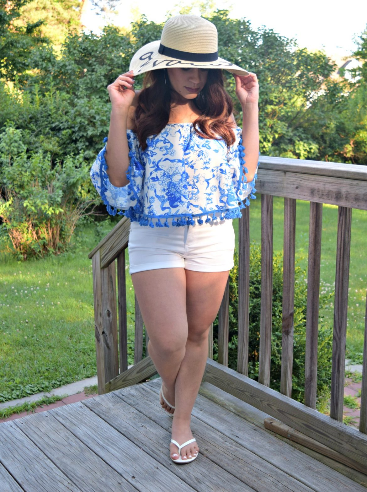 Melissa Mom with Style wear a Forever 21 OTS blue and white top with a summer hat from TJ Maxx