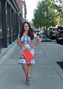 Melissa Mom with Style wearing a print Bella V Mobile Boutique dress