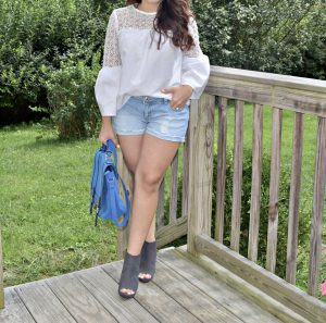 Melissa Mom with Style fall look with shorts