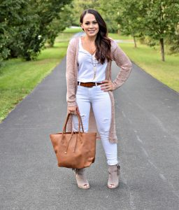 Melissa Mom with Style Petite Guide rocking an all white out with a rose gold duster