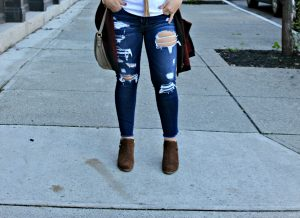 Melissa Mom with Style wearing a pair of distressed American Eagle distressed skinnies