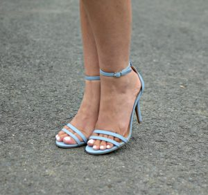 Melissa Mom with Style wearing Lauren Conrad strappy blue sandals