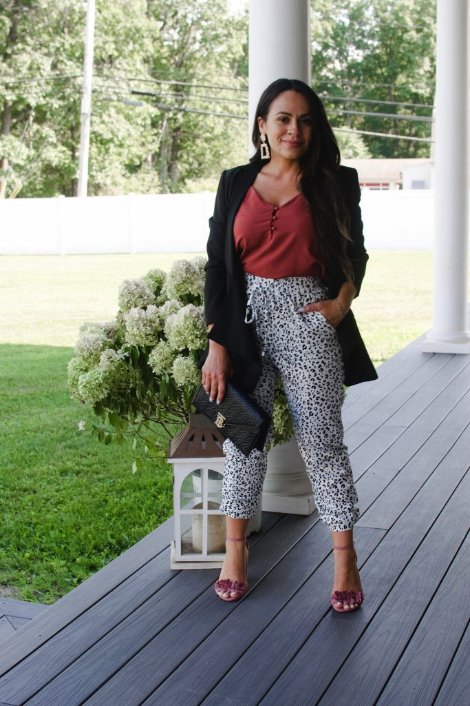 Melissa Mom with Style 2 Ways to Wear Jogger for a Transitional Fall Look