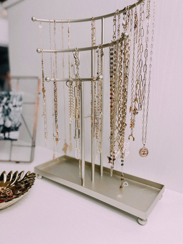 Melissa Mom with Style Gold Necklace Stand